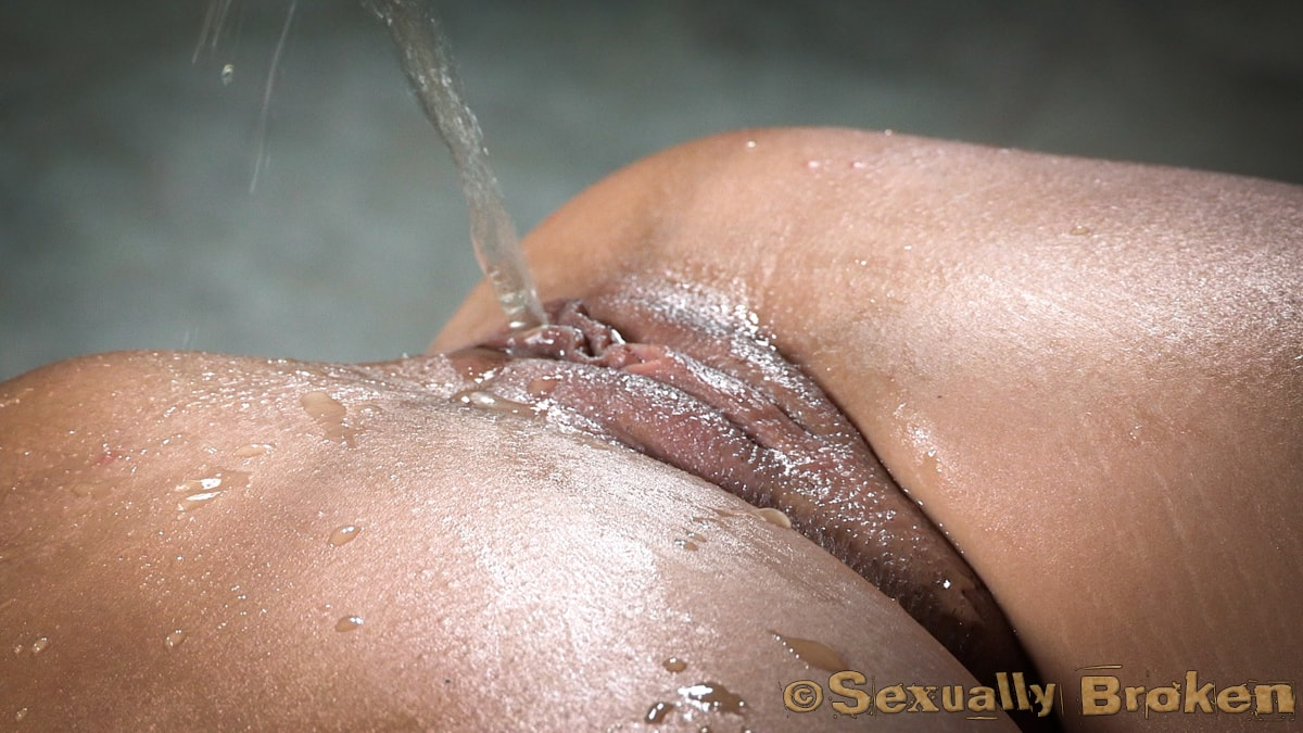 Insex 'Sexy Stevie Smith gets the Sexuallybroken treatment, squirting, rough sex and deepthroat!' starring Stevie Smith (photo 11)