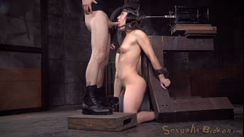 Jennifer White に 'shackled on sybian and bound in the blowjob machine, brutal drooling deepthroat!'